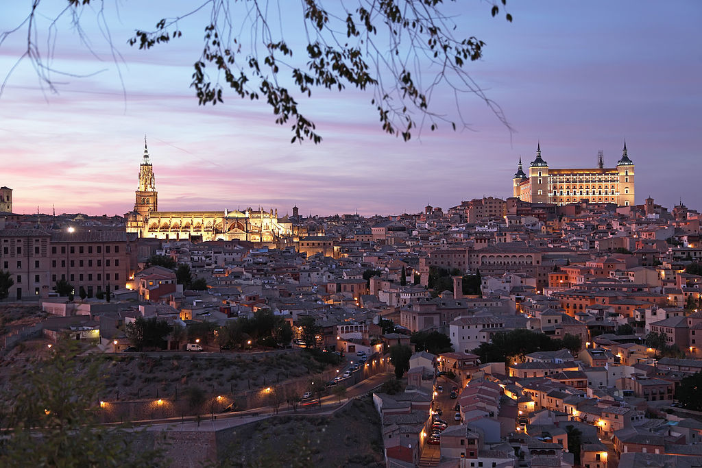 What nocturnal route or guided visit do I do in Toledo?